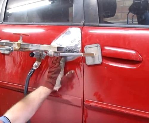 Выполнение ремонта двери авто