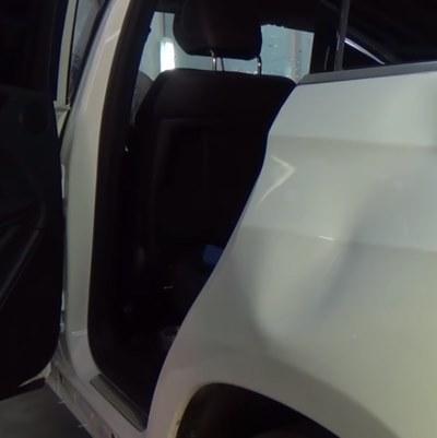 Вмятина на кузове автомобиля